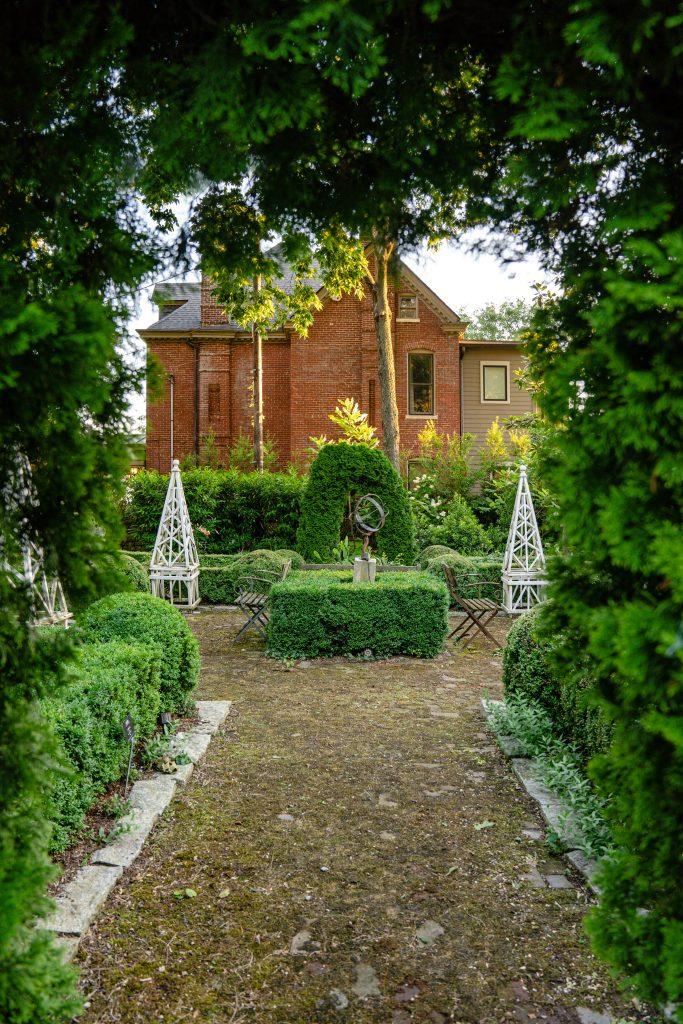 Home of Jon Carloftis, Master Gardener.  Lexington, KY.